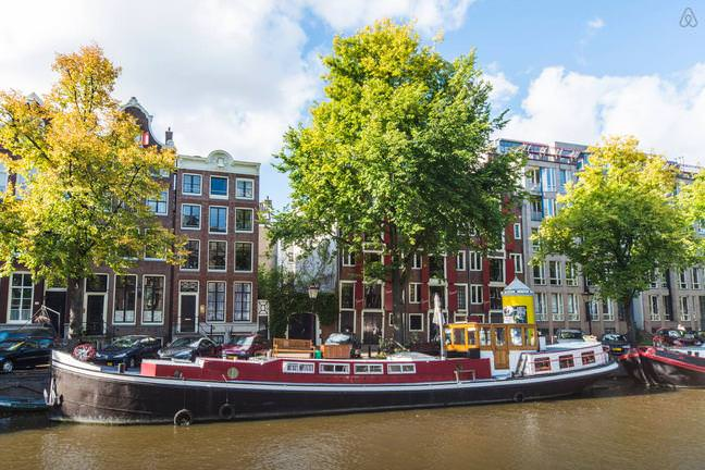 Airbnb stay in louren 39 s beautiful houseboat on for Airbnb amsterdam